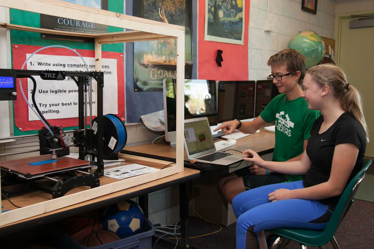 Students using 3D printer